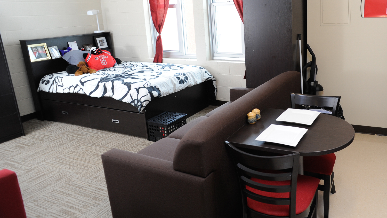 A bedroom from Wolf Ridge Apartments.